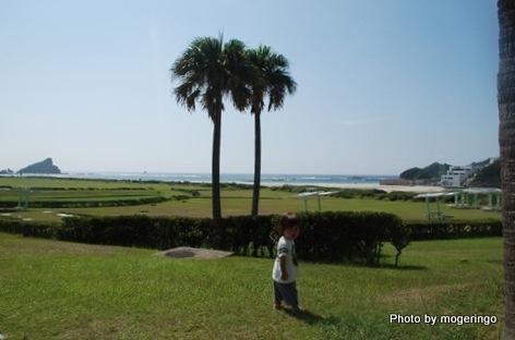2009年種子島 宇宙センター前にて 次男