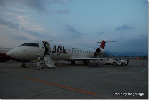 山形空港にて 夕暮れの飛行は良かった